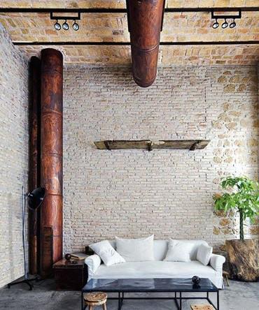 Priemyselné interiéry sú v súčasnosti novým trendom. Nielen preto že máme pocit akoby sme sa ocitli v minulých časoch, ale aj preto že sú zaujímavým doplnkom interiérov, ktorý neostane bez povšimnutia