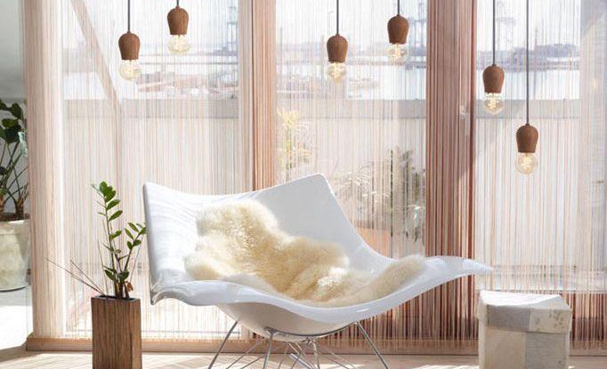 Drevené závesné svietidlá sú veľmi módne v súčasnej dobe. Sú vhodné ako dekorácia k jedálenských stolom a pultom v kuchyni alebo v spálni, nad nočnými stolíkmi (4)