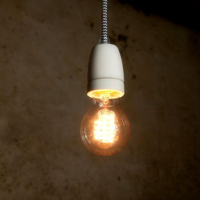 Porcelánové závesné svietidlá a lampy sú tvorené originálnymi textilnými káblami s dĺžkami 1 meter