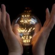 Vďaka-svojej-dekoračnej-žiare-vyžaruje-rustikálne-kúzlo-ako-žiadna-iná-žiarovka