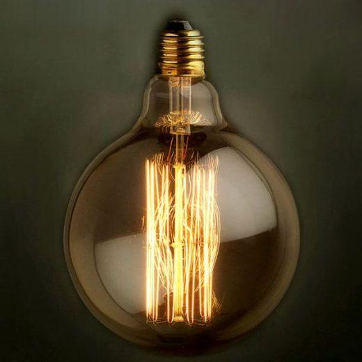 EDISON-žiarovka-SPHERE-Navrhnutá-v-19.-storočí-Thomasom-Edisonom-vyzerajú-v-dnešnej-dobe-autenticky-a-starožitne-ako-žiadny-iný-zdroj-svetla.-