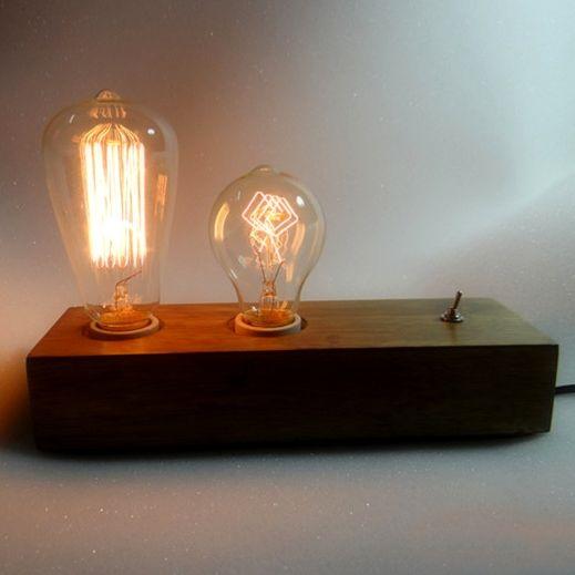 Historické-stolové-svietidlo-vyrobené-z-dreva-na-dve-žiarovky-typu-E272