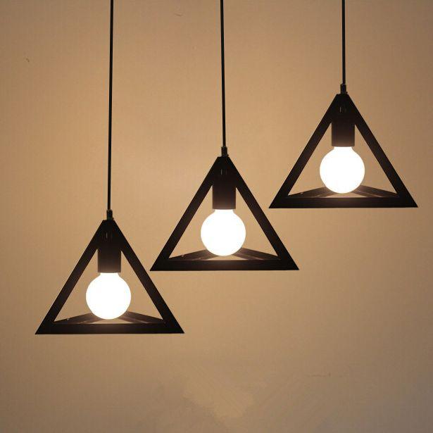 Historické-závesné-svietidlo-Trojuholník-v-čiernej-farbe-na-žiarovky-typu-E27-je-svietidlo-určené-na-stenu-v-historickom-vzhľade1