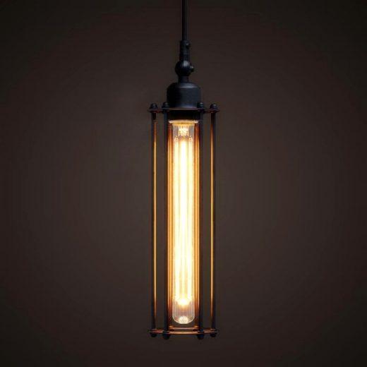 Historické-závesné-svietidlo-s-rovnou-klietkou-v-čiernej-farbe-na-žiarovky-typu-E27-je-svietidlo-určené-na-stenu-v-rustikálnom-vzhľade
