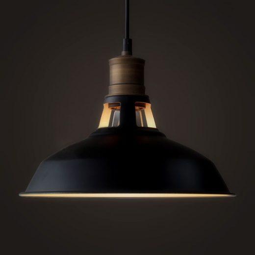 Historické-závesné-svietidlo-Country-v-čiernej-farbe-je-zárukou-obdivu-vašej-domácnosti-alebo-chalupy-reštaurácie-a-pod