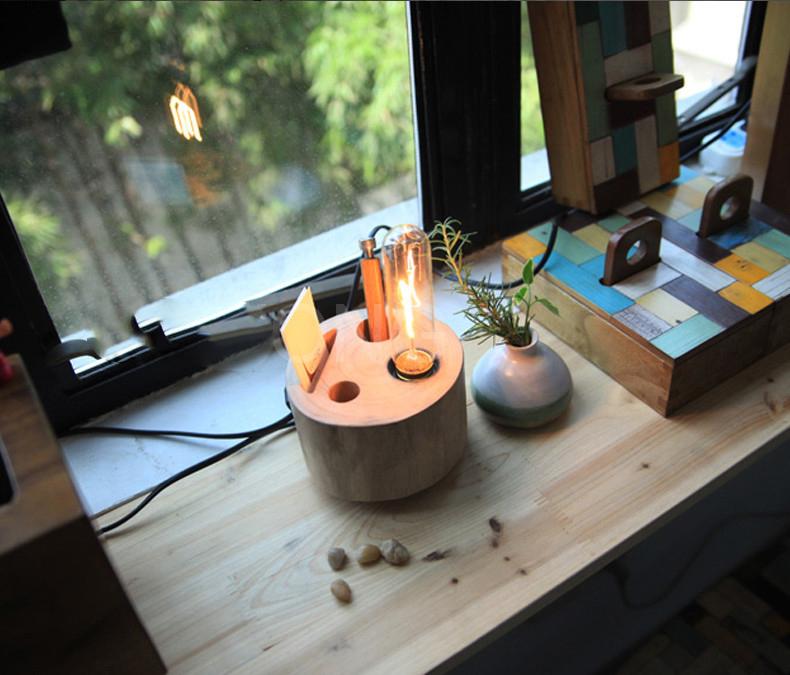 Drevená lampa je unikátna vďaka prírodnému materiálu a kvalitnému prevedeniu, ktoré neostane bez povšimnutia