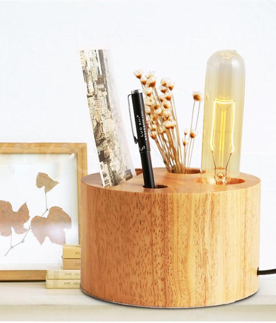 Drevená stolová lampa z kvalitného materiálu