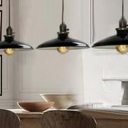 Historické-klasické-závesné-svietidlo-s-lesklým-tienidlom-v-čiernej-farbe