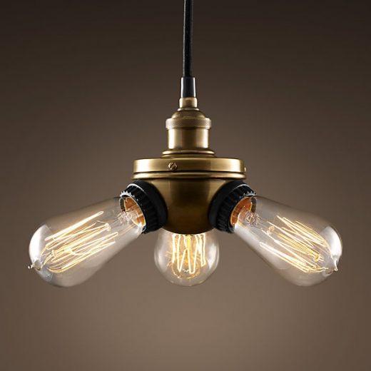 Historické-závesné-svietidlo-s-tromi-päticami-v-priemyselnom-dizajne-na-tri-žiarovky-typu-E27-je-svietidlo-určené-na-strop-v-priemyselnom-vzhľade