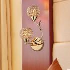 Moderné nástenné svietidlo v tvare dvoch kvetín v zlatej farbe na žiarovky typu E14 je svietidlo určené na stenu v modernom vzhľade