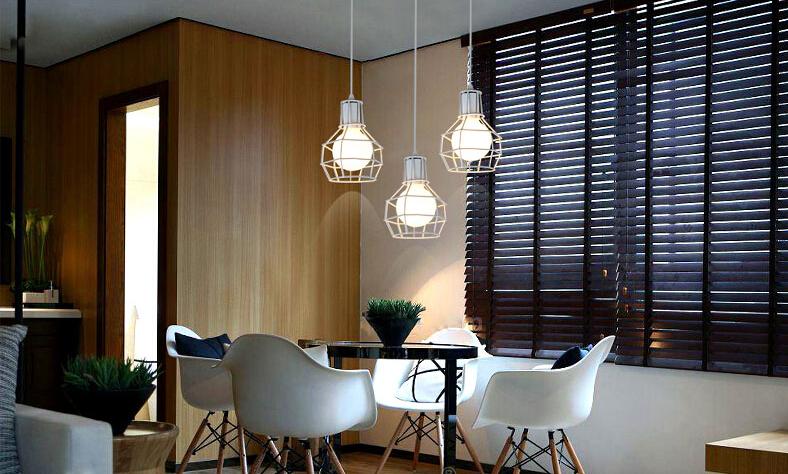 Ak chcete žiť luxusne a štýlovo potom je toto zámocké svietidlo práve pre Vás