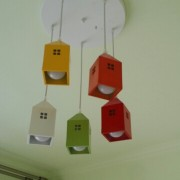 Hravosť farby a motív tohto svietidla slúži na rozvíjanie detskej fantázie a zútulnenie miestností