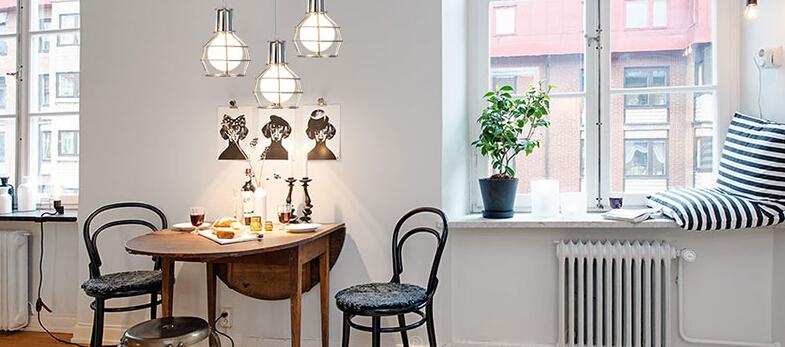 Svietidlo ponúka jednoduchú konštrukciu v starodávnom štýle a koncovku na žiarovku typu E27