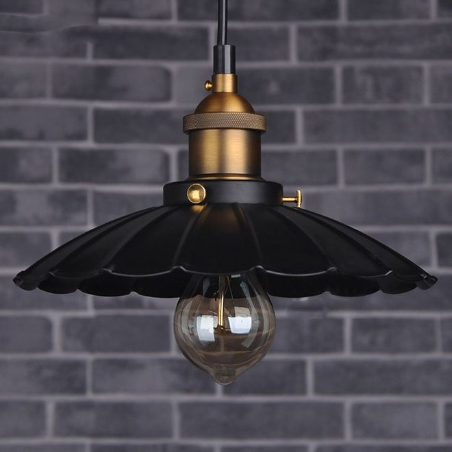Historické závesné svietidlo v talianskom štýle je svietidlo určené na stenu v dekoračnom vzhľade. Svietidlo je vhodné do obývacej izby, kuchyne, jedálne... (4)