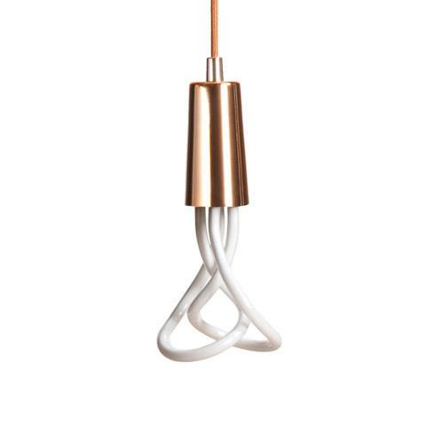 Závesné štýlové svietidlo Plumen DropCap je moderné závesné svietidlo vytvorené priamo pre žiarovky značky PLUMEN1