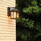 Elegantné exteriérové záhradné svietidlo Ancient. Historický vzhľad a kovový materiál zo sklom určený pre ochranu žiarovky.3