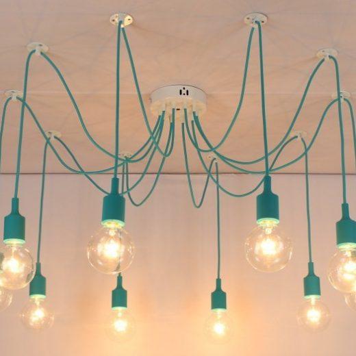 Moderné závesné svietidlo Pavúk so silikónovými päticami v tyrkysovej farbe