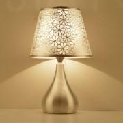 Moderná stolová lampa s dekoračným tienidlom a stmievačom nažiarovkutypu E27. Táto stolová lampa je vyrobená z kvalitnej chirurgickej ocele (1)