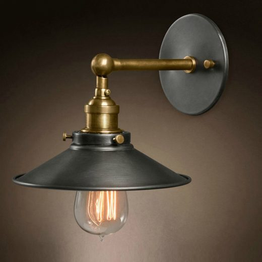Historické nástenné svietidlo s tmavým hlbokým tienidlom  sa nesie v historickom duchu a zaručí obdiv vo Vašej domácnosti. Je unikátne vďaka historickému prevedeniu.