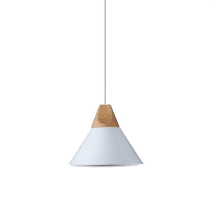 Hliníkové závesné svietidlo TOP s drevenou dekoračnou päticou, biela farba.Historické závesné svietidlá sú dnes zárukou obdivu v každej domácnosti, chalupe, reštaurácií alebo v hoteli