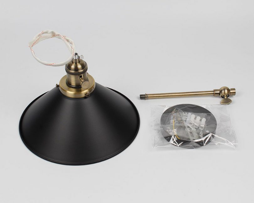 Historické nástenné svietidlo s tmavým tienidlom s otočným spínačom (1)