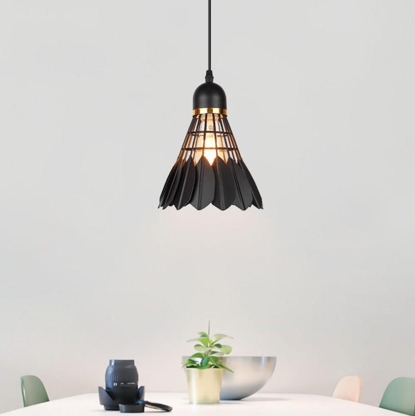 Závesné kreatívne svietidlo Bedminton v čiernej farbe (4)