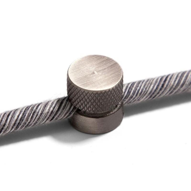 Kovová nástenná fixácia pre textilný kábel - Titánová farba.